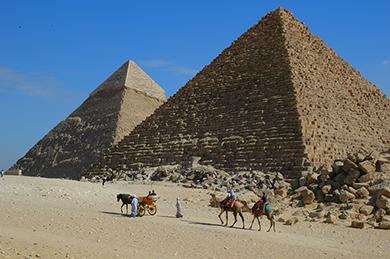 2 pyramids in Egypt